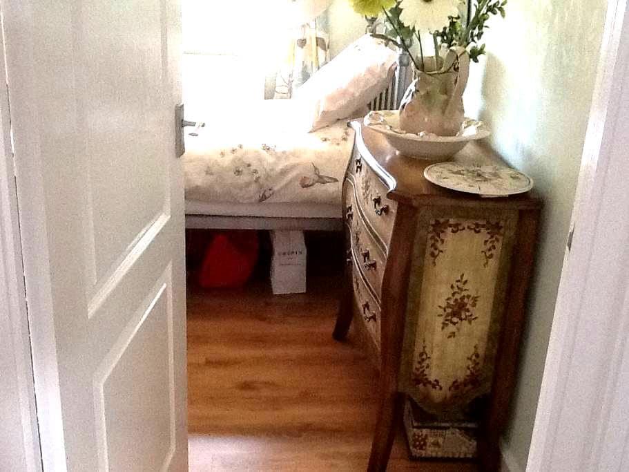 Single room with wardrobe and desk - Minworth - Rumah