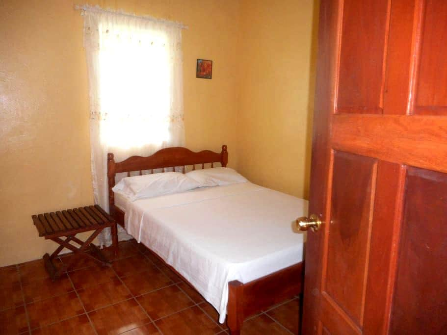 Comfy Room Free Wifi in Belize City - Belize City - Apartment