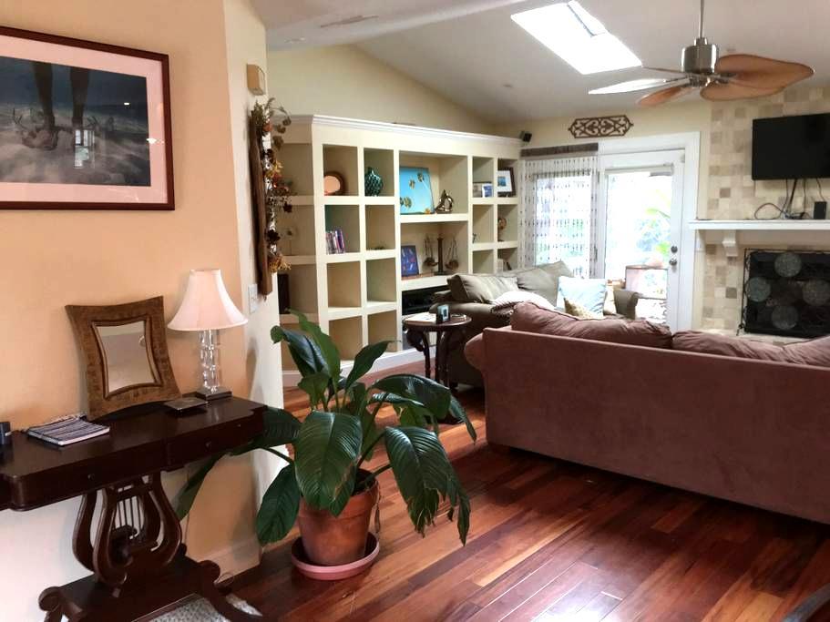 Aimee's House - A Sunny Beachside Retreat - St. Augustine - Hus