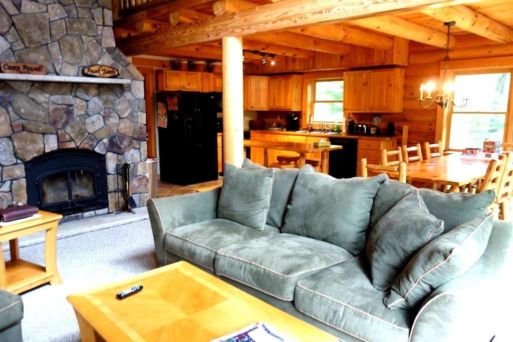 Log Home on Newfound Lake 4 Season - Hebron