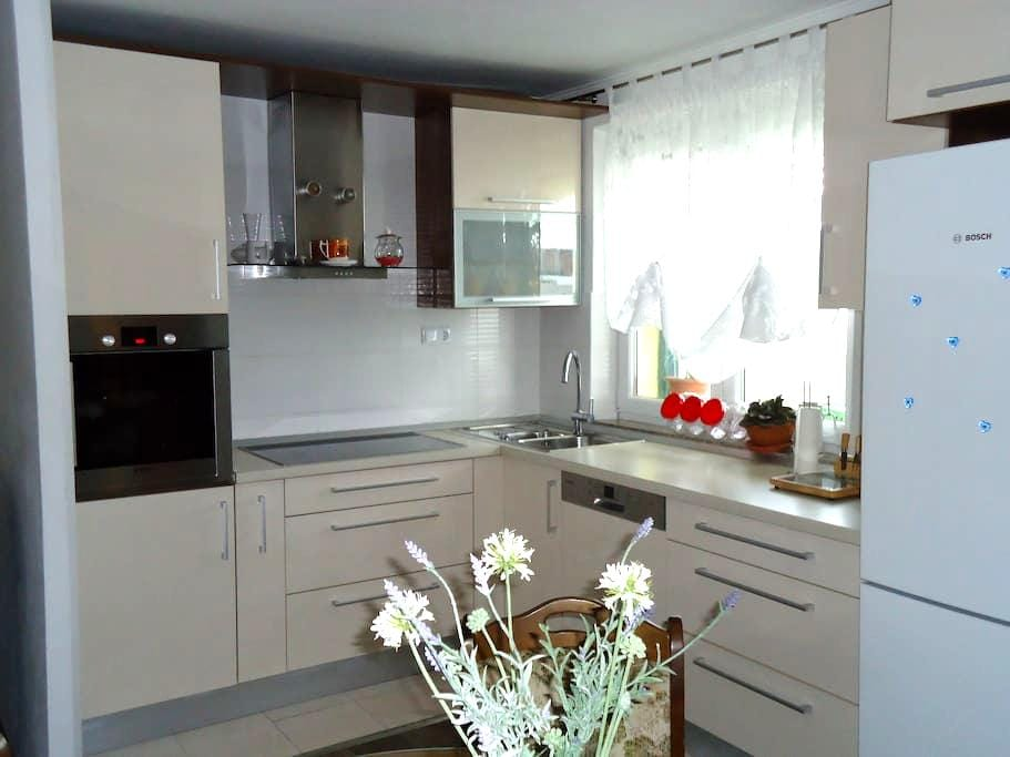 Apartment Etna (family-friendly area with PARKING) - Vranjic - Apartemen