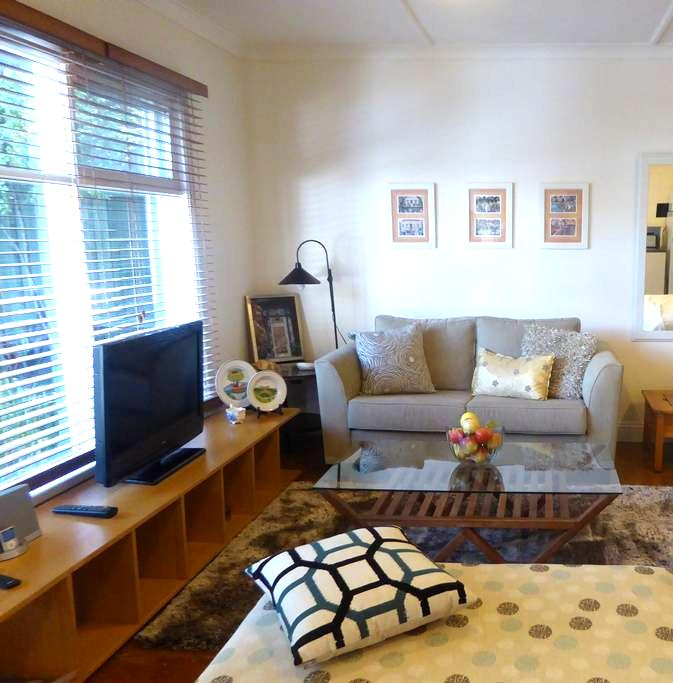 Chic and cosy, garden setting guest accommodation - Saint Kilda East - Guesthouse
