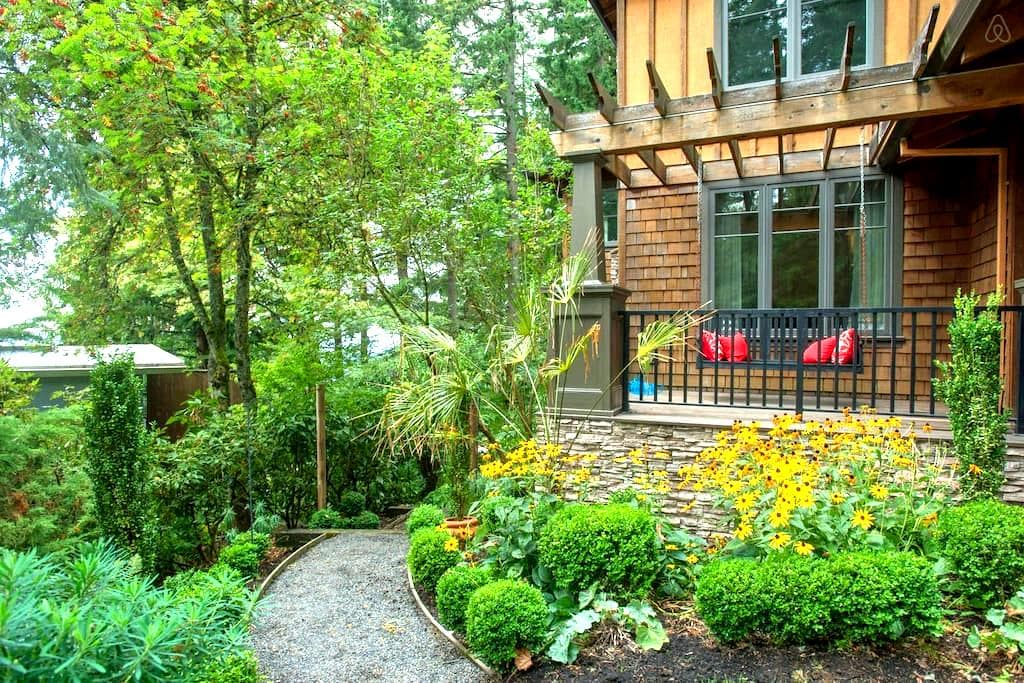 Wooded Getaway w/City Access - Portland - Huoneisto
