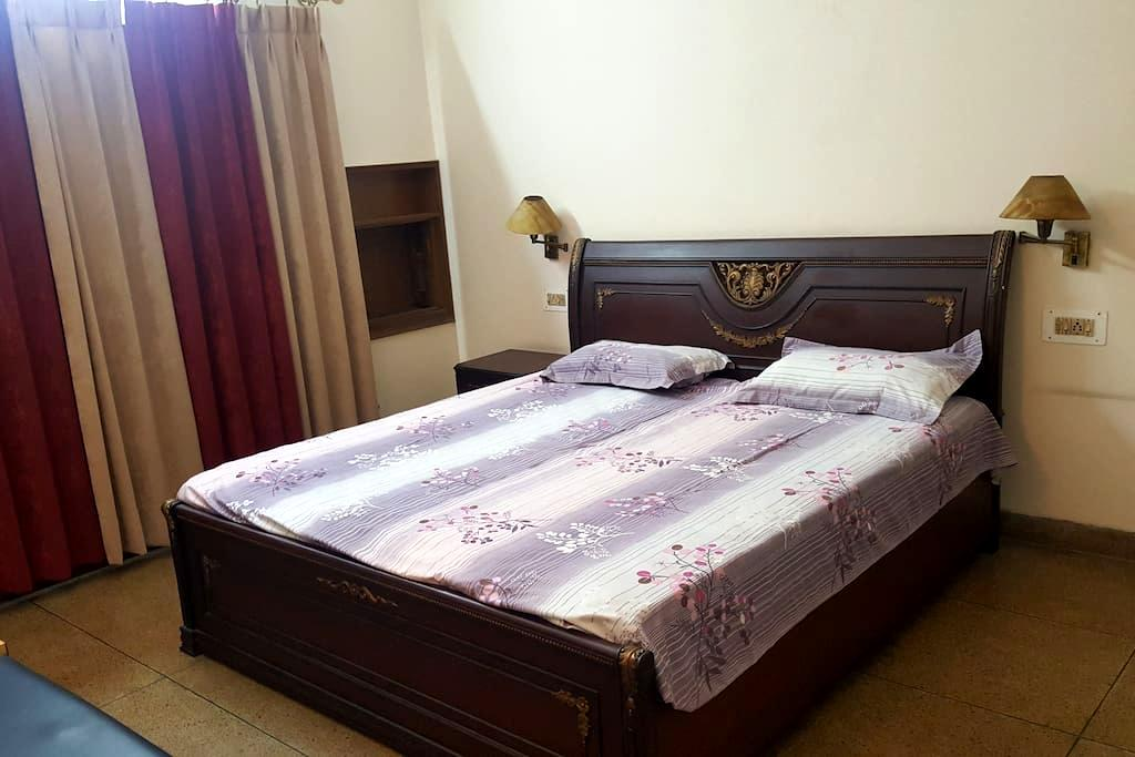 A NICE COMFORTABLE PRIVATE ROOM - Panchkula - Domek parterowy