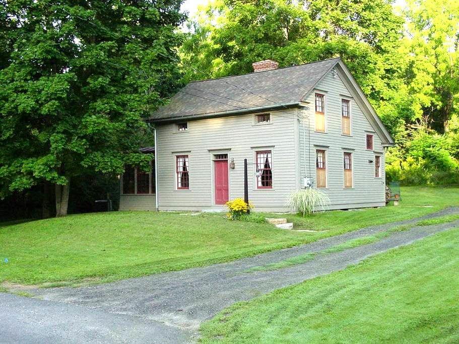 Restored 1886  Eyebrow Colonial  ~~ - Stockbridge