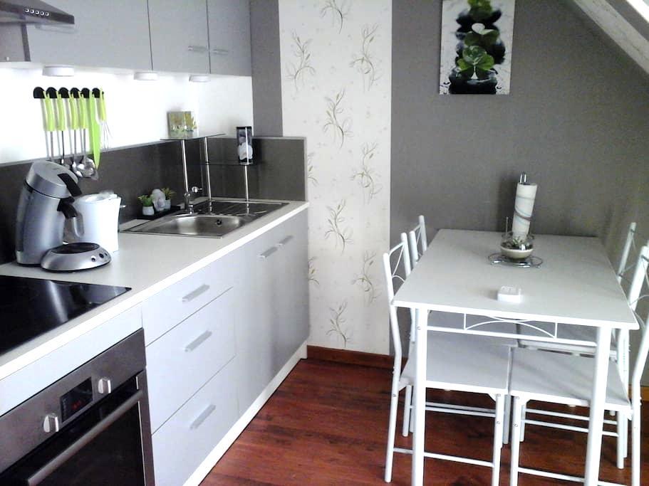 charmant petit logement entièrement équipé - Amécourt - Rumah