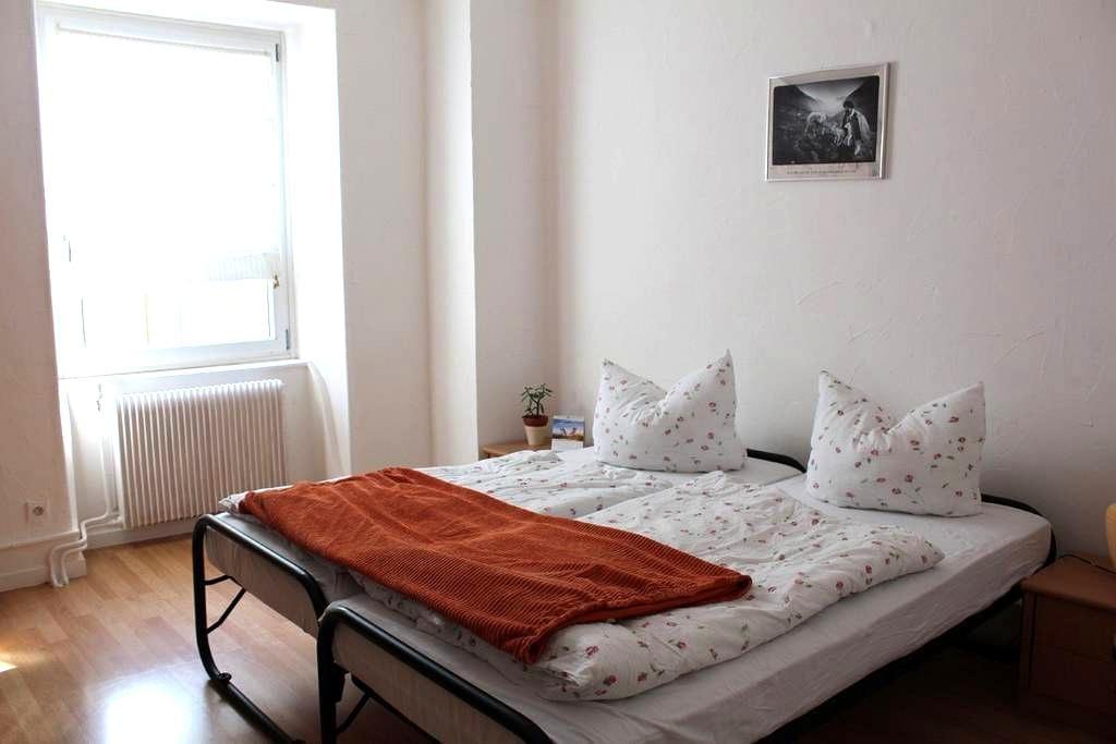 Gemütliches Zimmer in Großfamilienhaus - Buhl - Huis