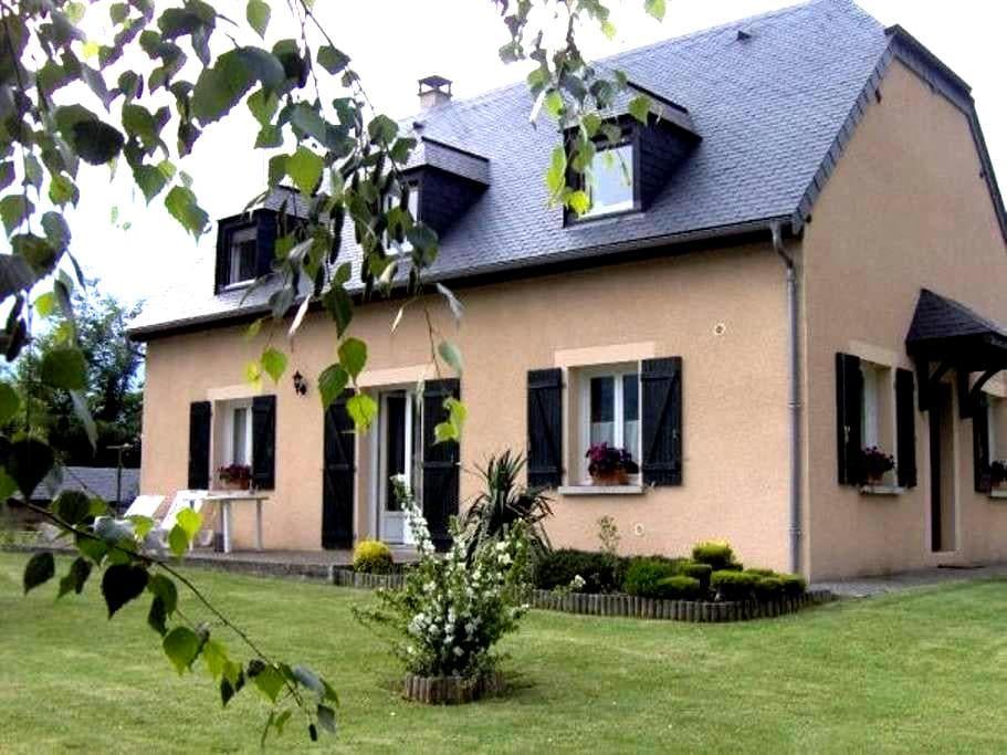 Chambre chez l'habitant - cuisine en gestion libre - Préchac - Gjestehus