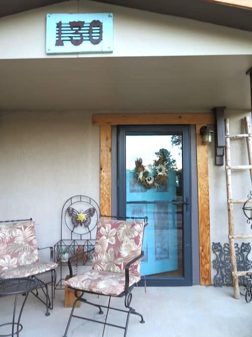 Charming artist's cottage in foothills awaits you! - Palmer Lake