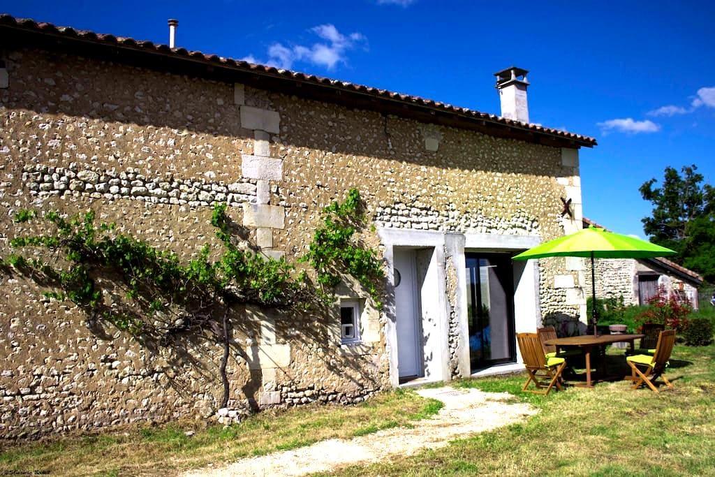 La Grange de La Parcaud - Saint-Quentin-de-Chalais - Dom