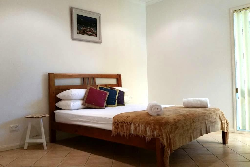 Noosa Private Master Bedroom - Noosaville - Dom