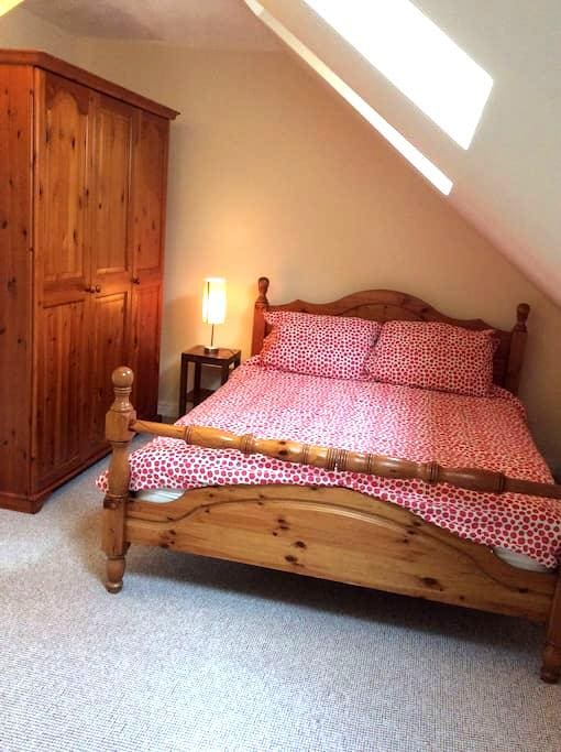 Kingsize 3 miles from Airport - Timperley - Bed & Breakfast