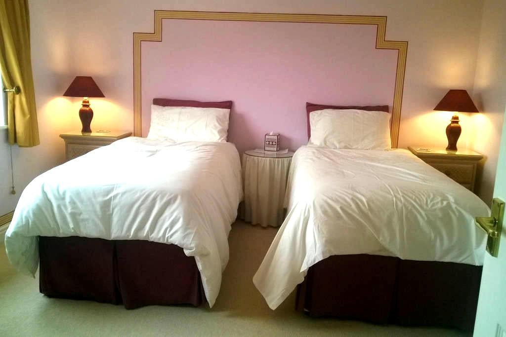 Lincs. Twin beds  - en-suite room  Holbeach - Holbeach