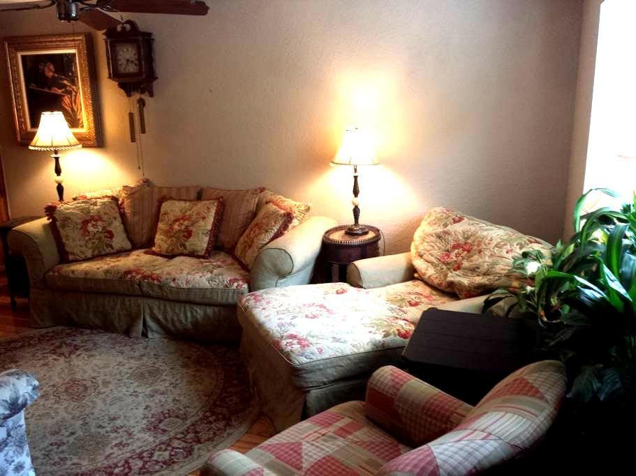 Comfortable, Cozy Condo in the Baylor Bubble! - Waco - Apartament
