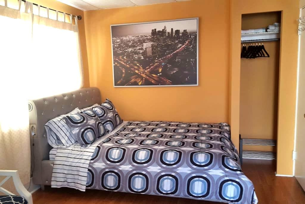 Private room in *hollywood* - Los Angeles - Casa