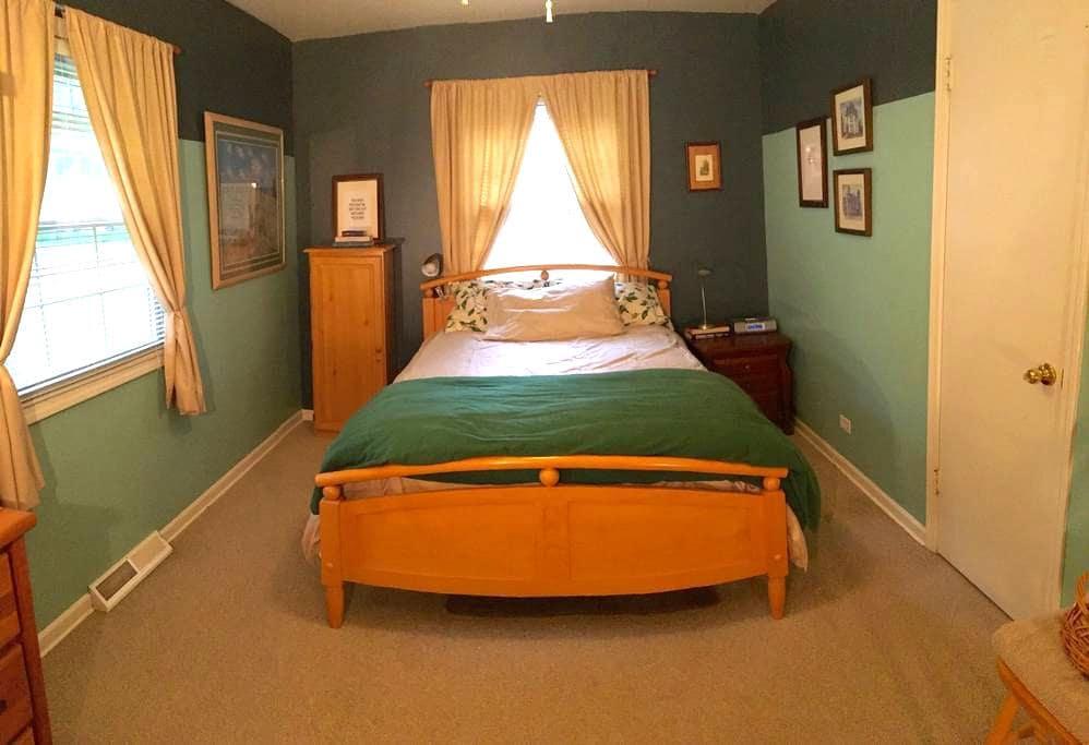 Location Location Location - Best in Naperville - เนเปอร์วิลล์ - บ้าน