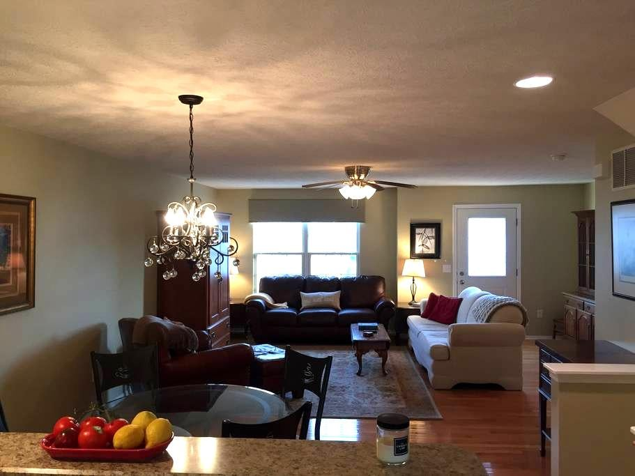Classy Condo - Spacious and Updated - Westerville - Wohnung
