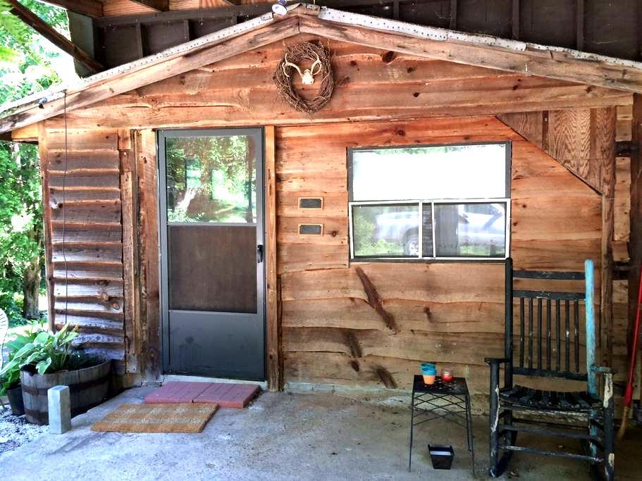 Cozy Quiet Cabin Retreat - Candler - House