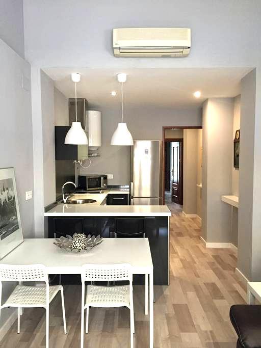APARTAMENTO DE LUJO PARKING INCLUIDO - Granada, Andalucía, ES - Apartamento