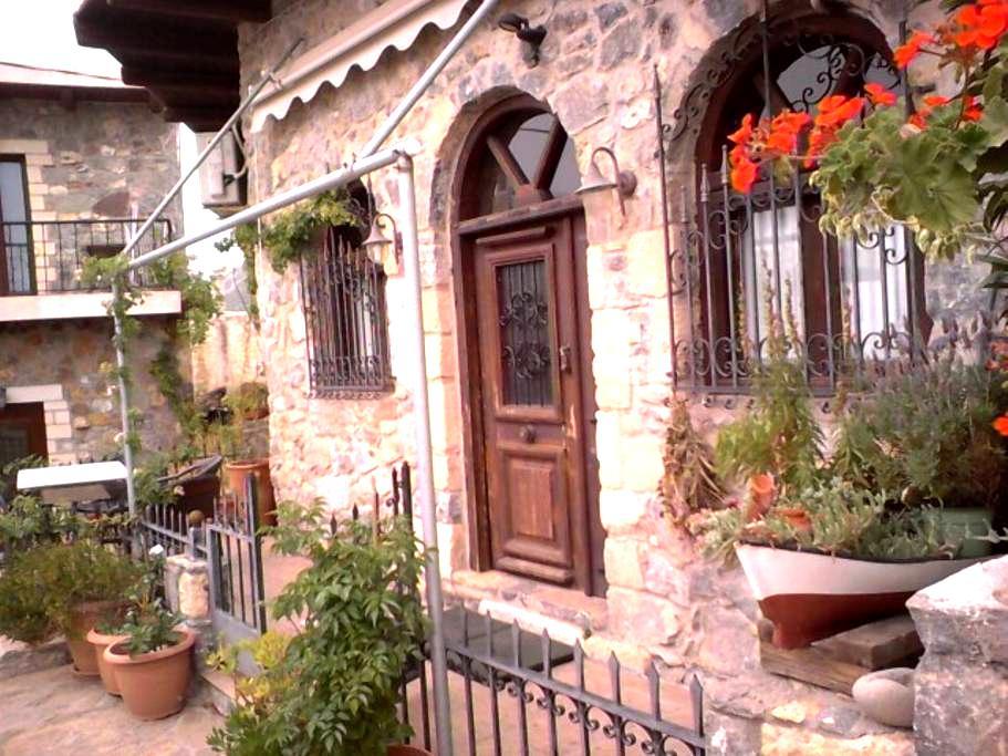 Oikia petroktisth - Monastiraki - Şehir evi