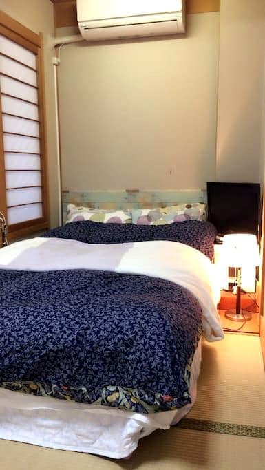 5mins to JR Hyogo. Japanese style room with bed. - Kobe - Haus