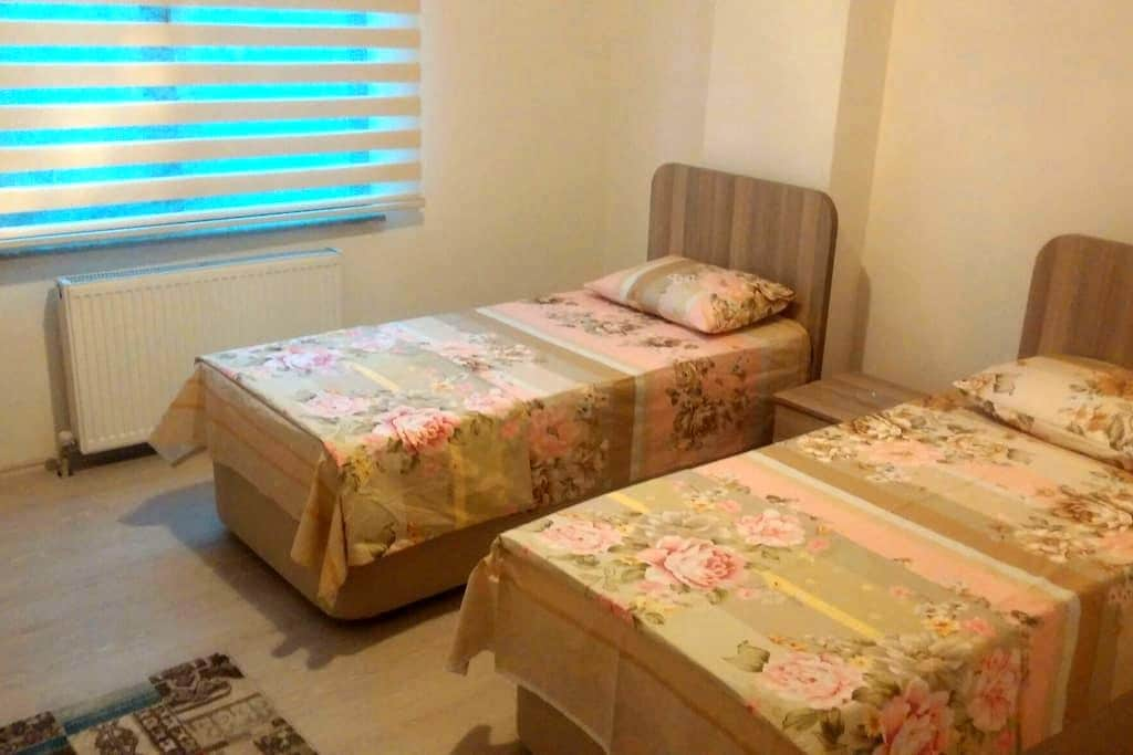 Akcakoca Denize 50mKiralik Apartlar - Akçakoca