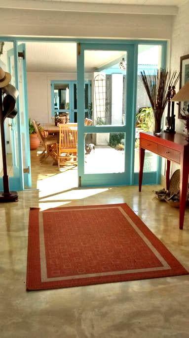 Newly renovated Studio Apartment - Cidade do Cabo - Apartamento