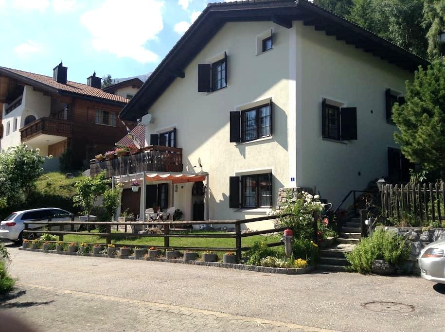 Sonnige ruhige Wohnung Tgamona am Südhang Alvagni - Alvaneu Dorf