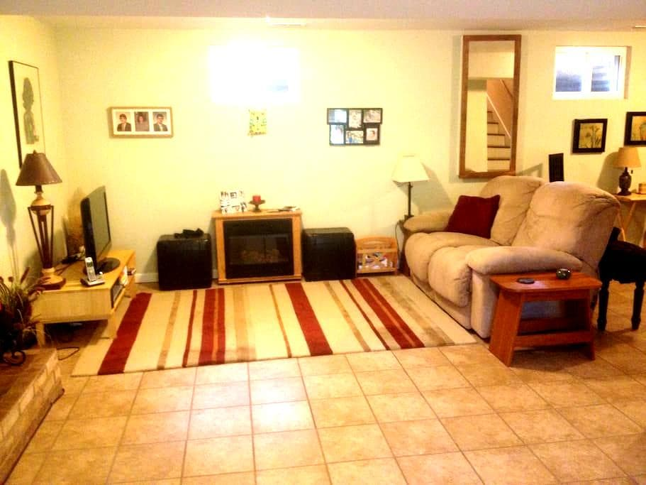 Apartment/family room with private entrance, bath. - Christiansburg - 独立屋