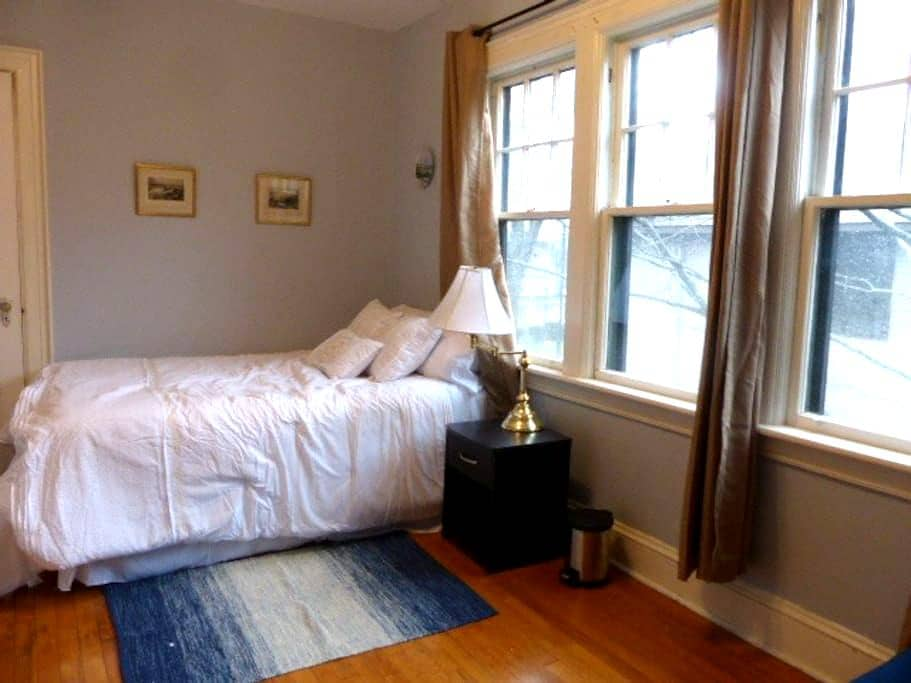 Sunny Private Room in Large South-End House - Halifax - House