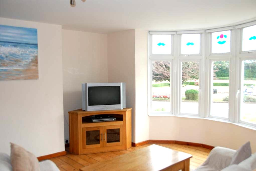 Holiday Apartment close to sea front, Town centre. - Porthcawl - Wohnung