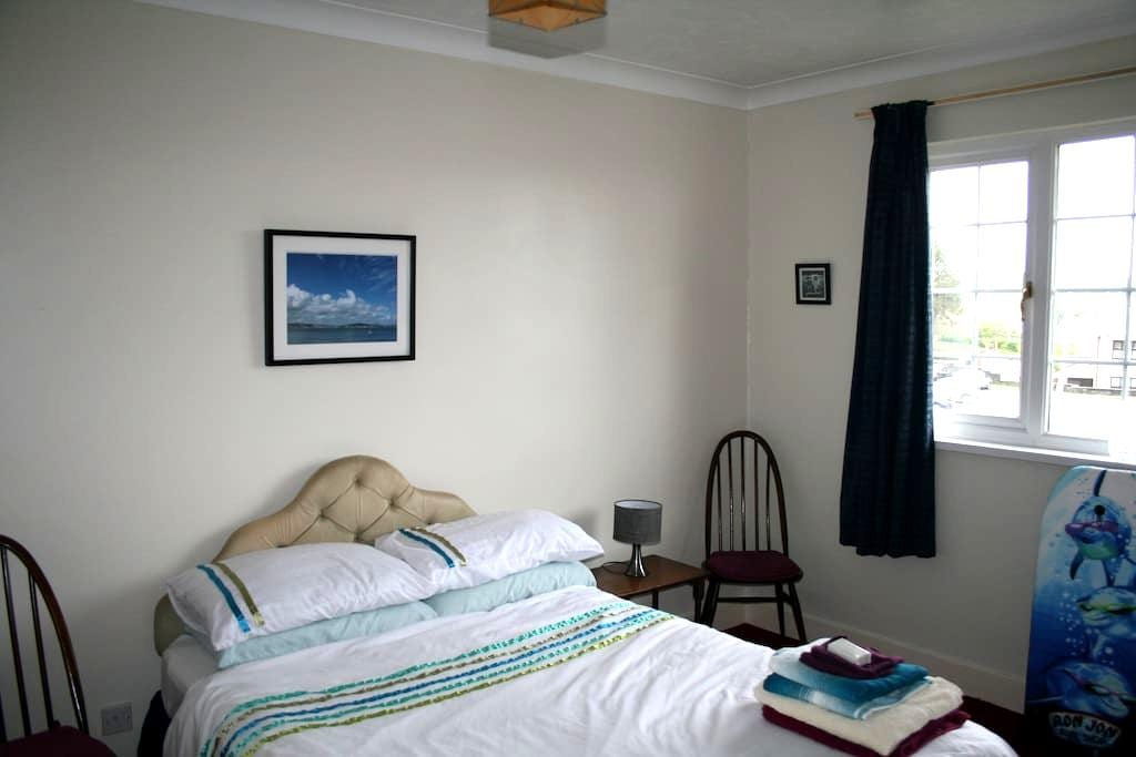 Private & comfy room in Swansea #1 - Tre-boeth - Bed & Breakfast
