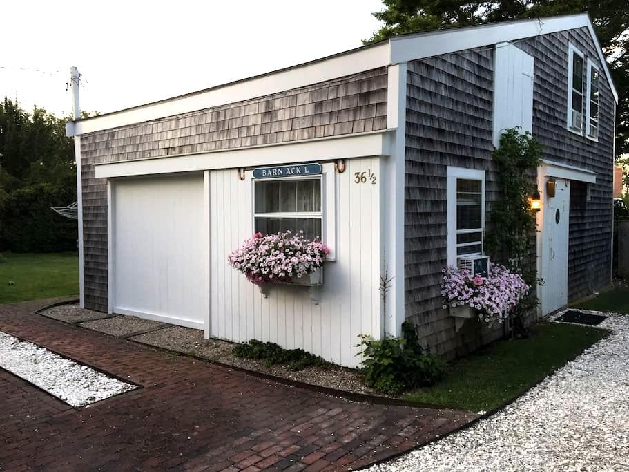 Charming 2 Bedroom Right in Town! - Nantucket - Ház