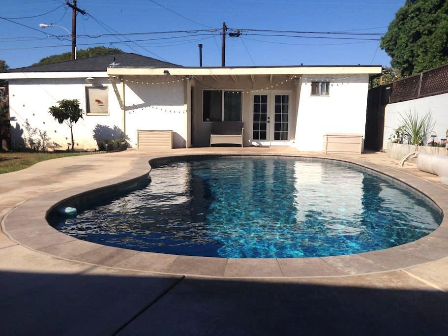 Guest House near LAX airport - Gardena - Huis