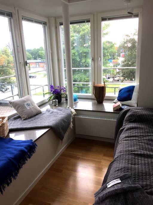 Vacker, ljus och fräsch lägenhet nära centrum - Örebro - Daire