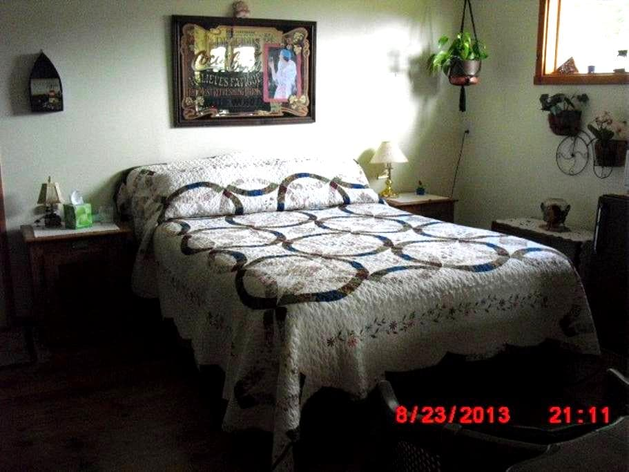 2 room Private Suite with View . - Gualala - B&B