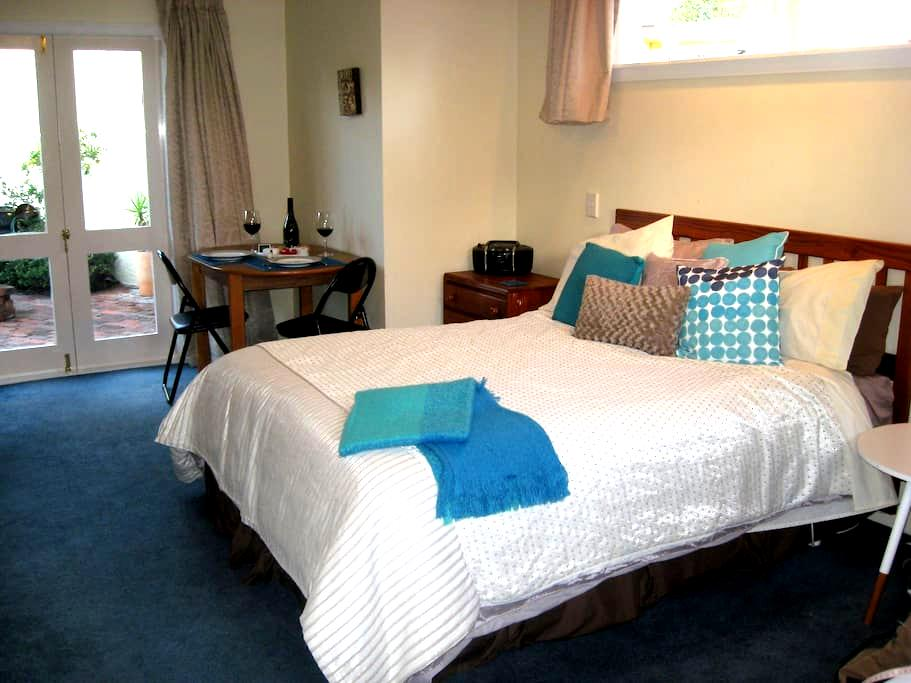 Spacious, quiet and central Bed and Breakfast - Nelson - Aamiaismajoitus