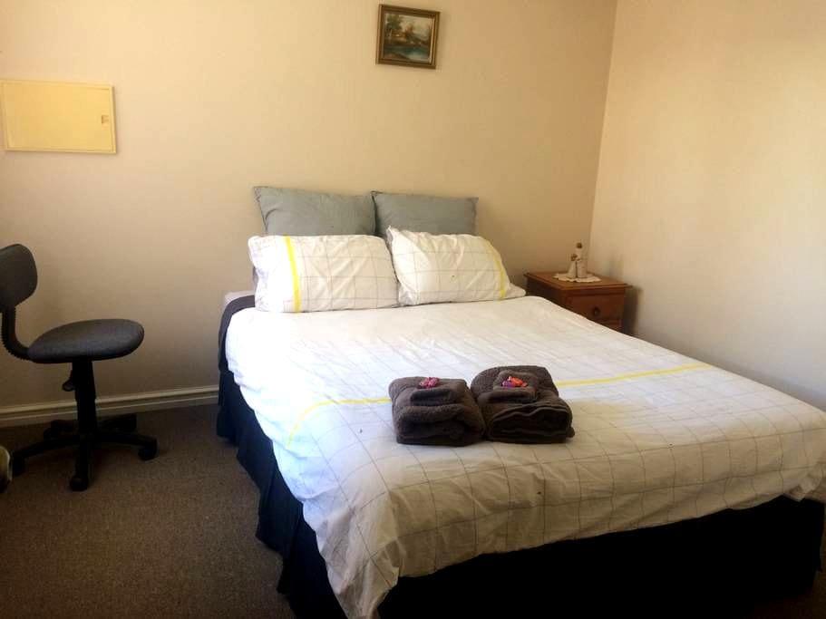 Nice and cosy Bedroom Kalgoorlie - Kalgoorlie - 独立屋