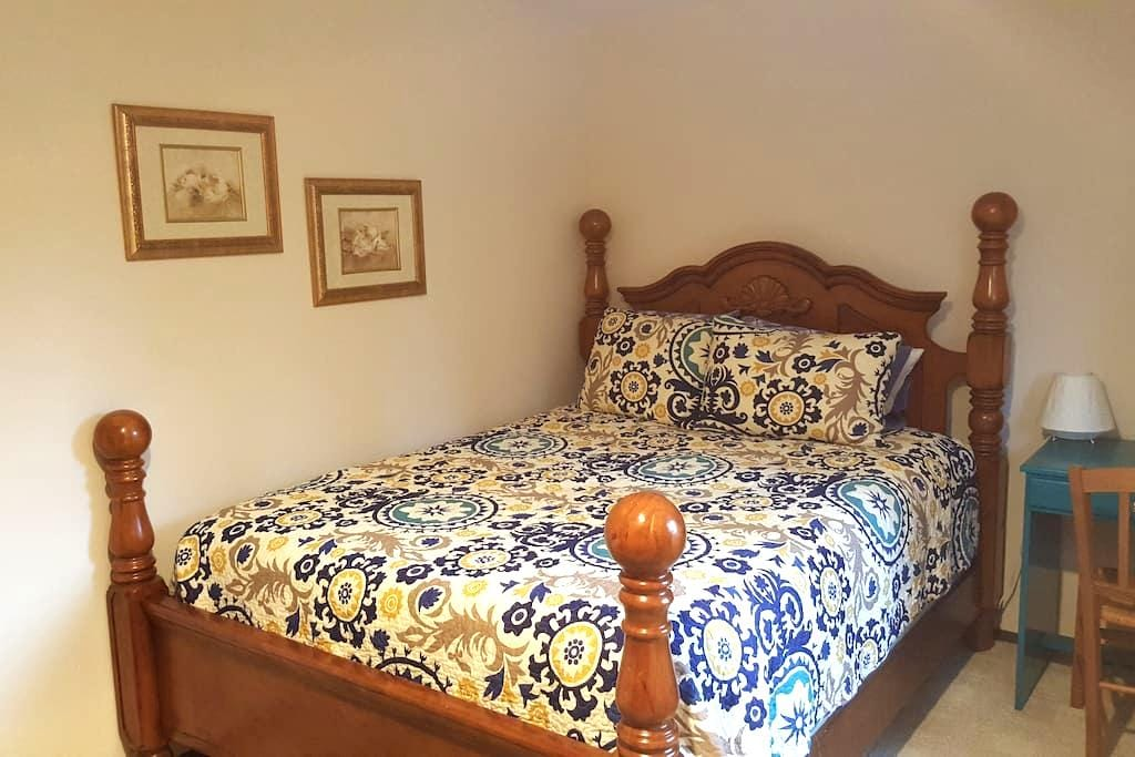 Peaceful room in North Seattle home - Шорлайн - Дом