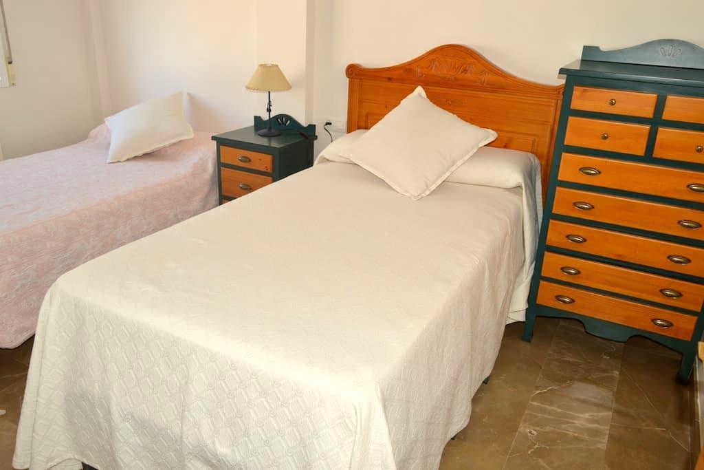 Habitación privada junto a Granada y Sierra Nevada - Armilla