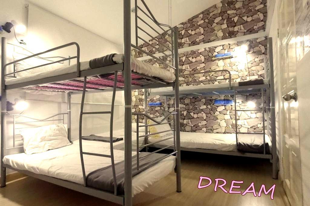 AC Family Room near Sunway Lagoon for 5-6pax! - Petaling Jaya
