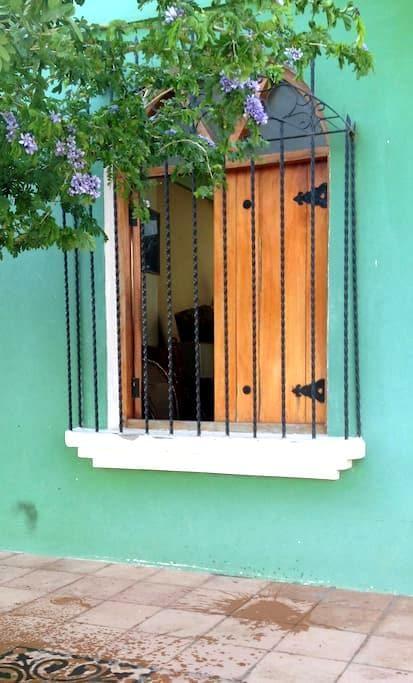 Ambiente familiar en casa colonial - Grenada