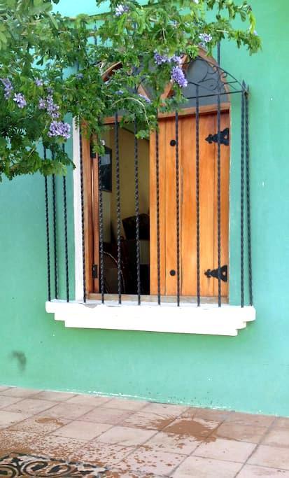 Ambiente familiar en casa colonial - 그라나다 - 단독주택