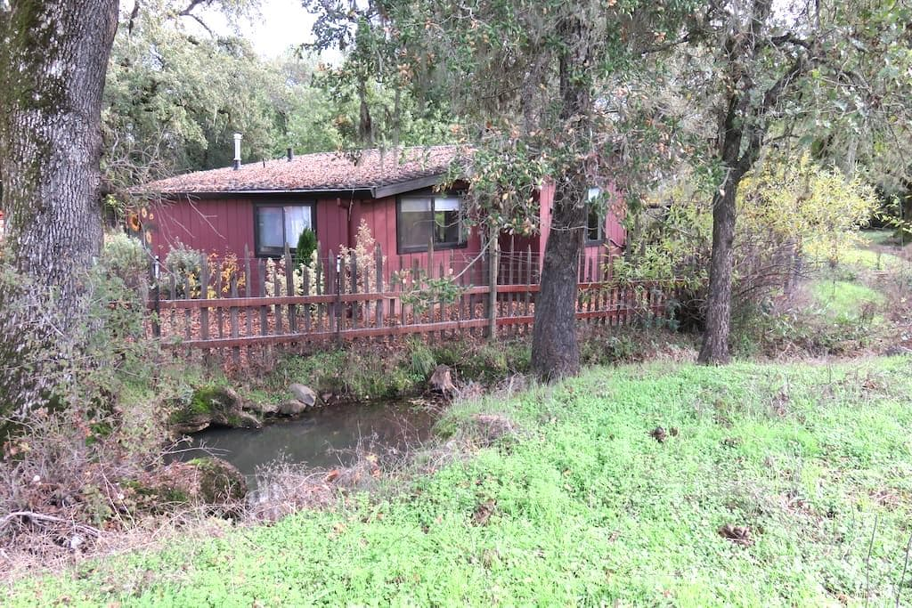Creekside Cottage offering March Discounted Rates! - 肯伍德 - 小屋