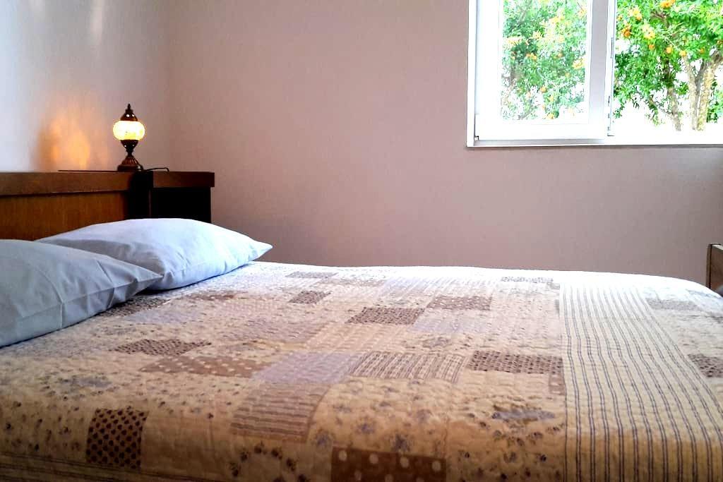 Room Nara with free parking - Trogir