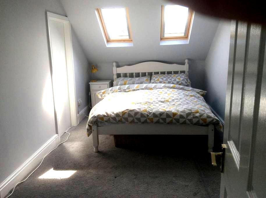 Double bedroom & private bathroom - West Bridgford - 獨棟