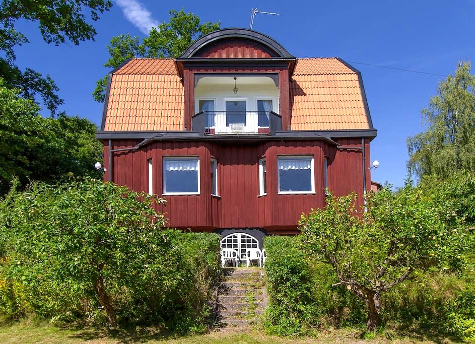 Charming old house outside of Stockholm - Stockholm - House
