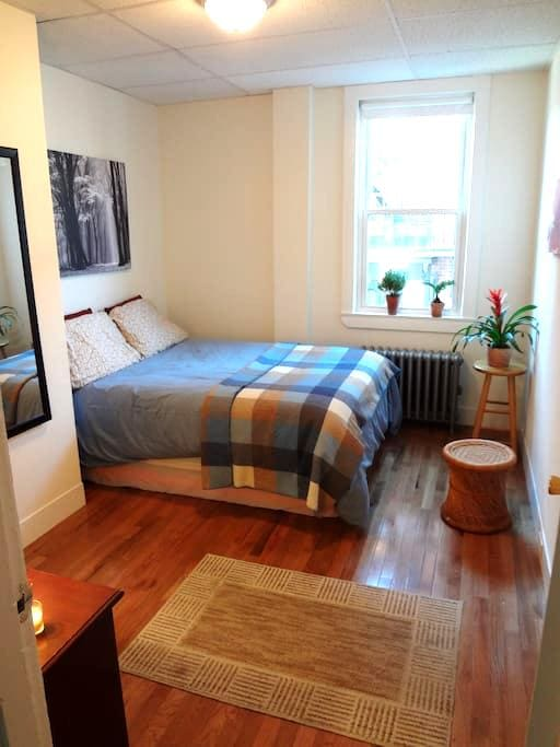 Simple, Comfortable Downtown Room - Portland - Bed & Breakfast
