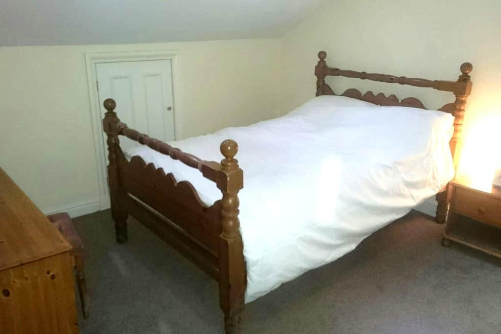 Great double close to Manchester - Eccles - Rumah