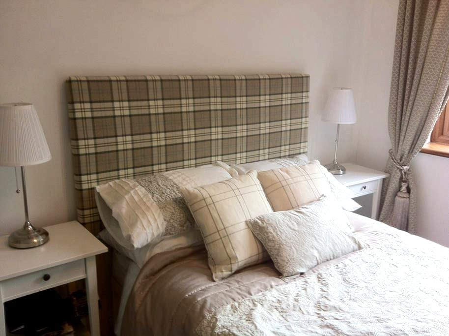 Double bedroom fab countryside views & breakfast - Mancetter